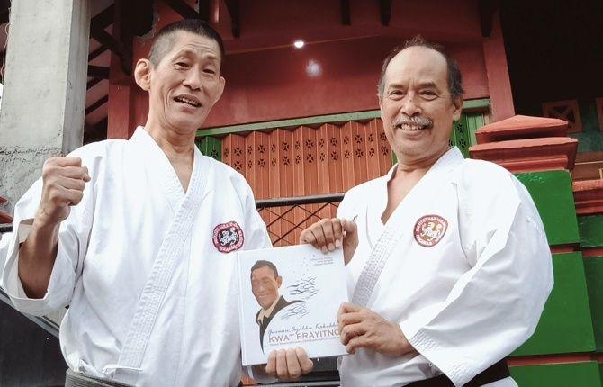 KARIB: DR Muchtar bersama Kwat Prayitno di depan Dojo Mahameru, (7/7).