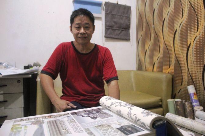 Cahyo Pamuncak, salah satu pelanggan sekaligus pembaca setia Jawa Pos