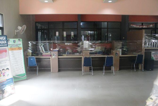 Kondisi kantor Dispendukcapil Jombang yang ditutup sementara usai kepala dinasnya dinyatakan positif Covid-19.