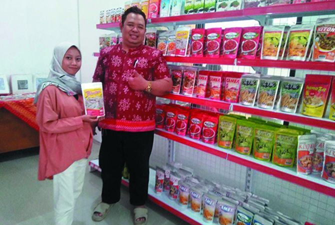 Geliat usaha mikro kecil menengah (UMKM) di Jombang tahun kedua masa pemerintahan Bupati Hj Mundjidah Wahab dan Wabup Sumrambah makin berkibar.