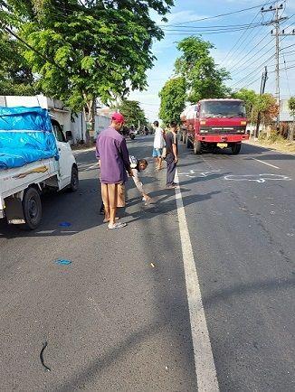 Pengendara Suzuki Shogun asal Banyuwangi tewas tabrak truk