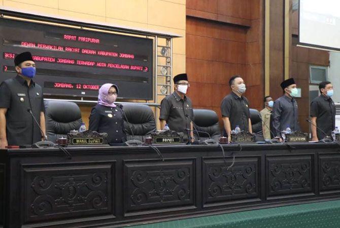 Pimpinan DPRD Jombang, Bupati, Wabup, Forkopimda dan semua anggota dewan dalam paripurna, kemarin.