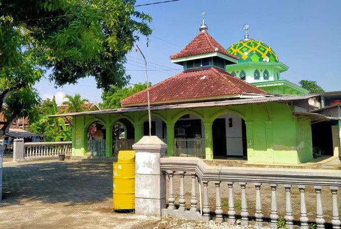 BEDA TAPI SAMA: Masjid Baiturrohman ini memiliki dua kubah.