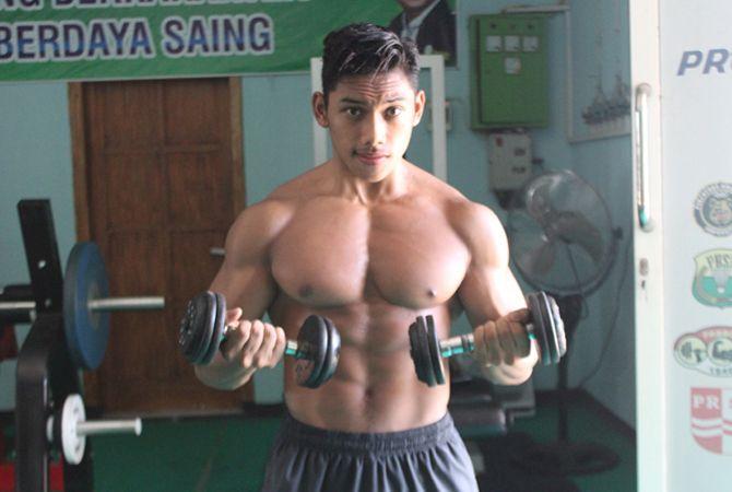 KEKAR: Adeen Tiro saat latihan di GOR Merdeka Jombang