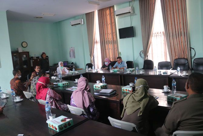 CEK RICEK: Rapat dengar pendapat kemarin menghadirkan Satpol PP, DLH dan Kecamatan Jogoroto membahas tentang dugaan pencemaran limbah produksi tahu di wilayah kecamatan Jogoroto.