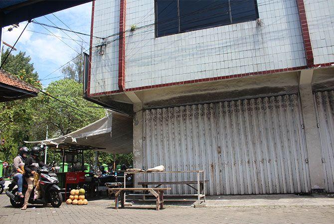 Persoalan aset pertokoan Simpang Tiga tak kunjung tuntas.