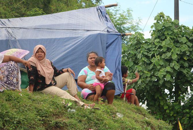 Kondisi Pengungsi di tanggul Sungai Brantas.