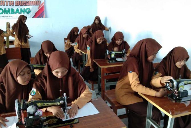 Program Tata Busana siap bekali siswa.
