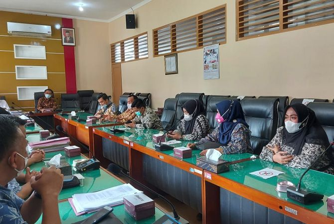 Komisi D berdiskusi seputar PTM di DPRD Sleman.