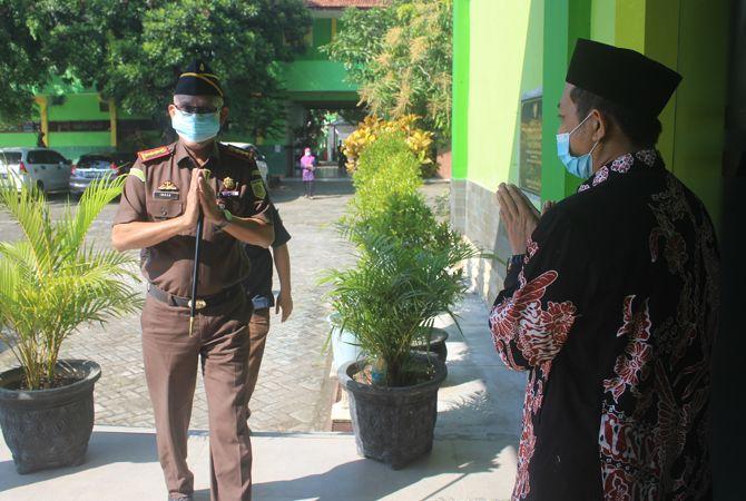 SALAM HORMAT: Kajari Imran tiba di MAN 1 Jombang.
