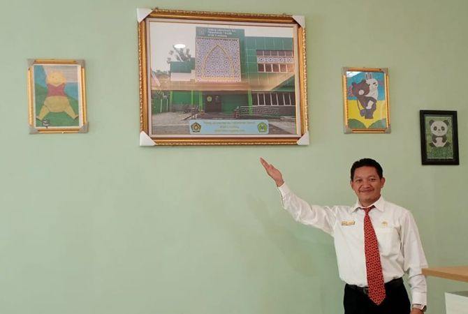 INOVATIF: Hiasan dinding karya siswa di gedung perpustakaan.