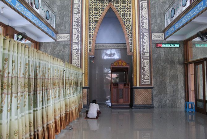 Bangunan megah Masjid An Nuur Dusun Ngaren, Desa Plosogenuk dua lantai