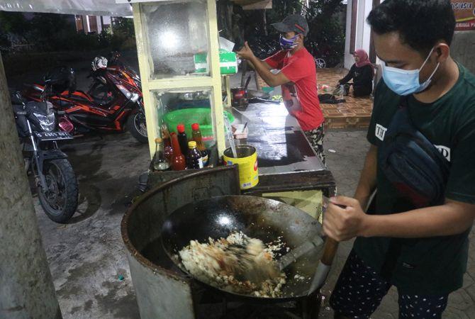 Nasi dan Mie Goreng Jumbo