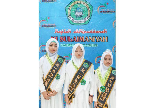 CERDAS: Lulusan MI Sulaimaniyah yang hafal 5 juz dan 10 juz.