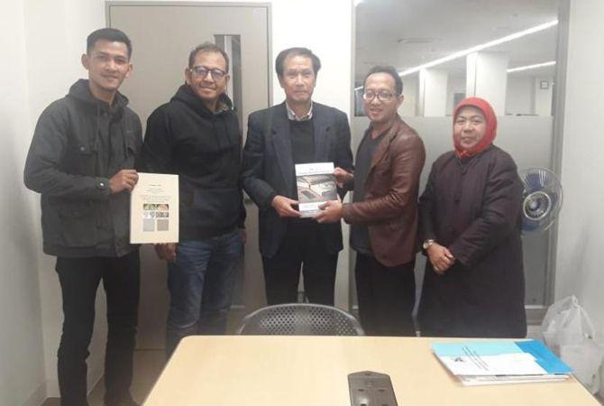 GO INTERNASIONAL: Rektor Unwaha Dr H Anton Muhibuddin (dua dari kanan) saat teken kerja sama dengan Presiden Core to Core Program JSPS Jepang, Prof Dr Mamoru Yamada di Yamaguchi, Jepang, Mei 2021.