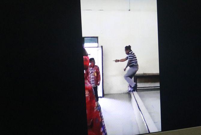 VIRAL: Video aksi pemukulan warga kepada kades Catakgayam, kemarin.