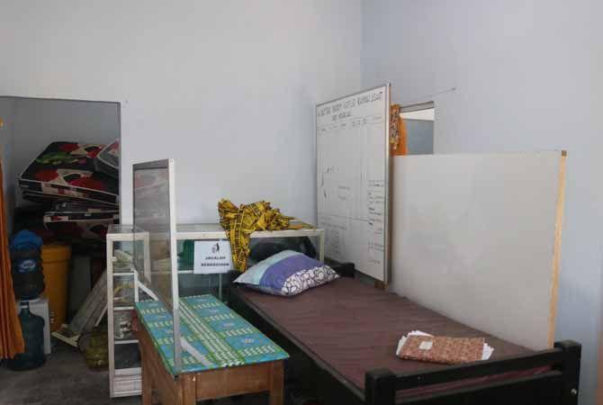 SEPI: Kondisi Isoter Kecamatan Megaluh tutup. Tidak ada aktivitas pasien ataupun petugas di lokasi.