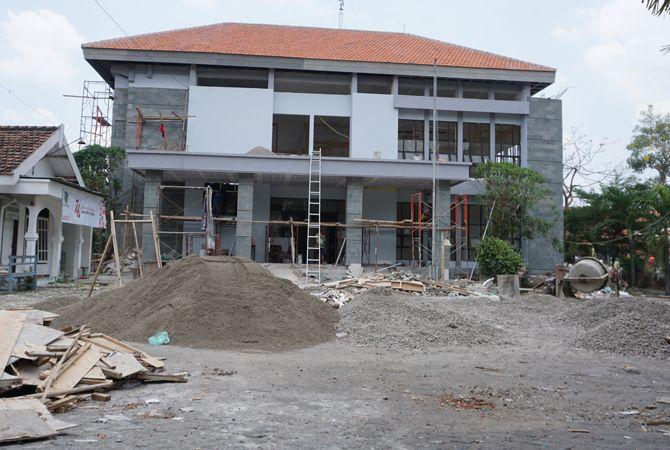 MINUS: Pekerjaan kantor Kecamatan Sumobito tak sesuai target.