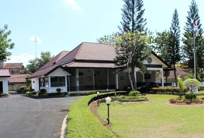 BERSEJARAH: Bangunan bekas rumah dinas Kolonel Soerachmad yang kini menjadi rumah dinas kapolresta di Jl KDP Slamet, Kota Kediri.