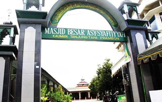 PENINGGALAN KIAI HASAN: Masjid Jami Asy-Syafi'iyah yang merupakan peninggalan Kiai Hasan Mi'raj masih digunakan oleh warga Prambon hingga sekarang.