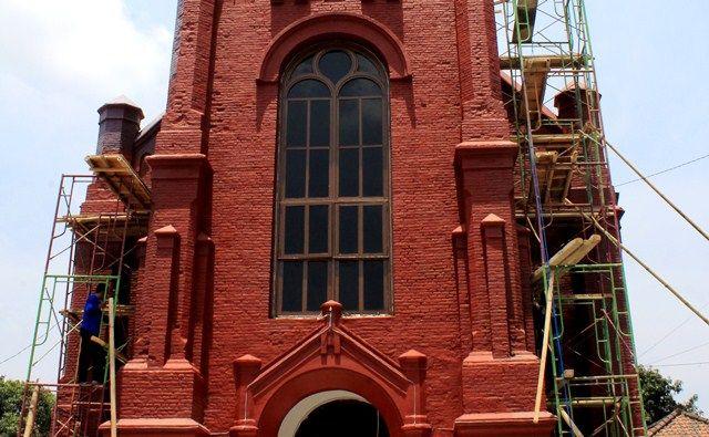 gereja merah kediri