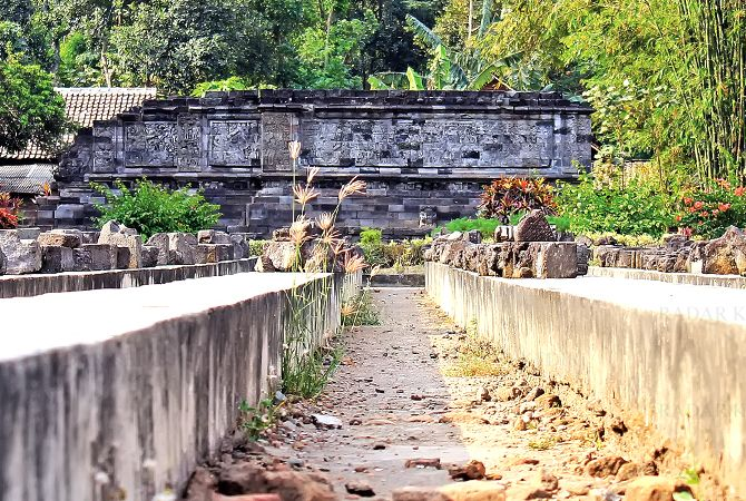 CAGAR BUDAYA: Struktur bangunan Candi Surowono, Kecamatan Badas yang masih bisa dinikmati keindahannya.