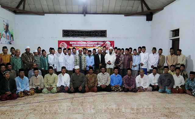 NKRI HARGA MATI: Gus An'im foto bersama setelah sosialisasi 4 pilar di Aula Himasal Kabupaten Kediri.