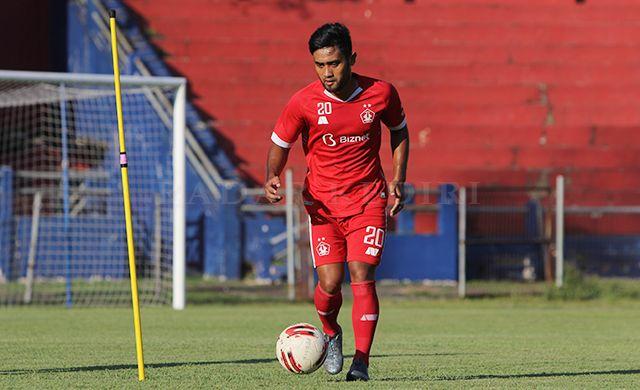 CALON PEMAIN BARU: Agil Munawar mengikuti trial Persik Kediri di Stadion Brawijaya.