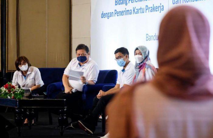 INTERAKTIF: Menko Airlangga Hartarto dalam acara talkshow.