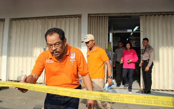 DIBERI POLICE LINE: Lokasi pembunuhan karyawan Indomaret di Kelurahan Pandean Lamper Semarang kemarin.