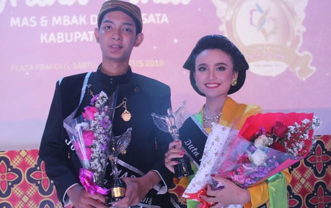 SEMRINGAH: Mas dan Mbak Duta Wisata Kabupaten Pati 2018 Valentino R dan Faradhila RH foto bersama seusai grand final tadi malam.