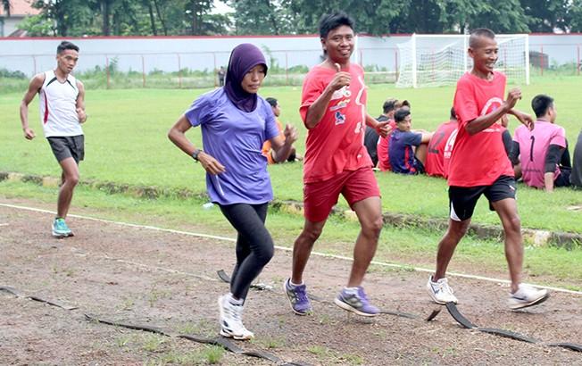 SEMANGAT MUDA: Atlet atletik dari PAMI Kudus usai latihan untuk mengikuti Indonesia Open Masters Athletics Championship di Jakarta akhir bulan ini.