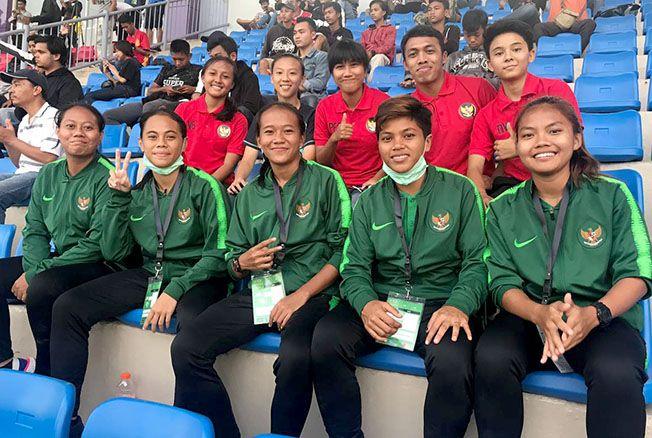 TEMBUS GARUDA: Shaummy Ariendra Isnandar (kanan bawah) bersama para pemain lainnya saat mengikuti seleksi Timnas Indonesia putri di Depok, Jawa Barat.