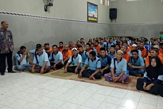 EDUKASI: Ratusan warga lapas kelas 2 B Rembang mendapatkan edukasi terkait pendidikan pemilih di aula setempat Sabtu kemarin.