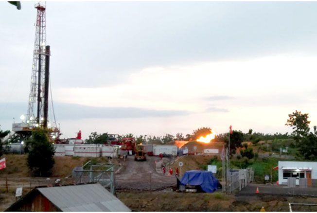 OPTIMISTIS: Sejumlah alat berat didatangkan saat proses pengeboran kandungan migas di lokasi PHE Randugunting, di Desa Krikilan, Kecamatan Sumber, dua tahun lalu.