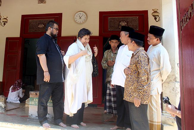 KUNJUNGAN: Lestari Moerdijat melalui Yayasan Dharma Bakti Lestari kunjungi makam Ratu Kalinyamat di Mantingan belum lama ini. Lanjutan pengajuan gelar pahlawan nasional bakal dilanjutkan dengan menggelar seminar nasional.