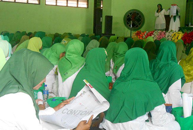 RAKOR PEREMPUAN NU: Dihadiri Ida Fauziah ketua JPNU Pusat dalam acara rakor di Gedung Muslimat NU, Kecamatan Jati, kemarin.