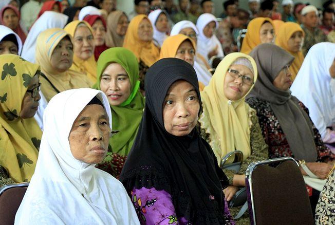 SOSIALISASI: Perawat jenazah di Kabupaten Rembang saat ikuti sosialisasi pemberian honor tiap tiga bulan sekali di lantai IV Setda Rembang, kemarin.