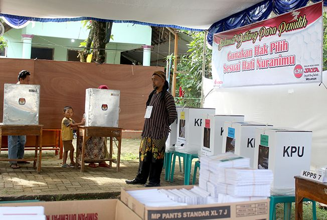 DIULANG: Pemungutan suara ulang di TPS 16, Desa/Kecamatan Welahan, Jepara, Sabtu (20/4) lalu.