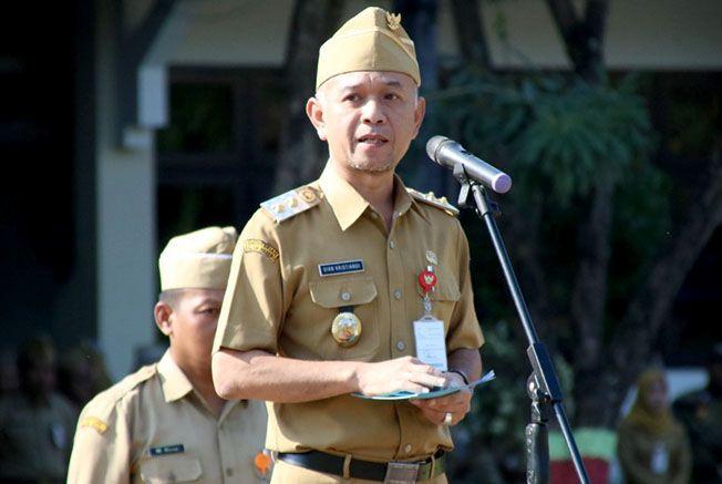 JADI PLT BUPATI: Dian Kristiandi saat memimpin upacara di halaman kantor Setda Jepara baru-baru ini
