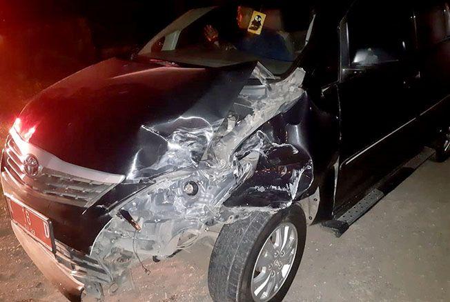 RINGSEK: Kondisi salah satu mobil rombongan bupati Rembangusai terlibat laka karambol kemarin malam.