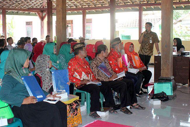 DICANANGKAN: Dinarpusda Grobogan ajarkan masyarakat di Desa Panunggalan, Kecamatan Pulokulon melakukan digitalisasi arsip.
