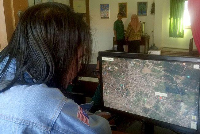 KONTROL PPDB: Tim Ombudsman RI Perwakilan Jawa Tengah meninjau PPDB SMP di Kudus kemarin.