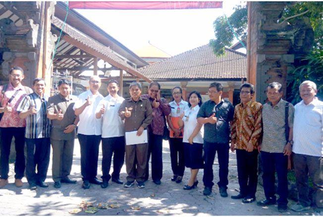 GALI ILMU: Komisi B DPRD Grobogan saat kunjungan kerja di Kantor Dinas Perikanan dan Ketahanan Pangan Denpasar dan Kantor Bapenda Kabupaten Bandung kemarin.