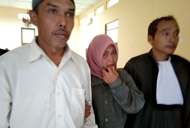 TAK AJUKAN BANDING: Terdakwa Jasmin (kiri) usai sidang baru-baru ini.