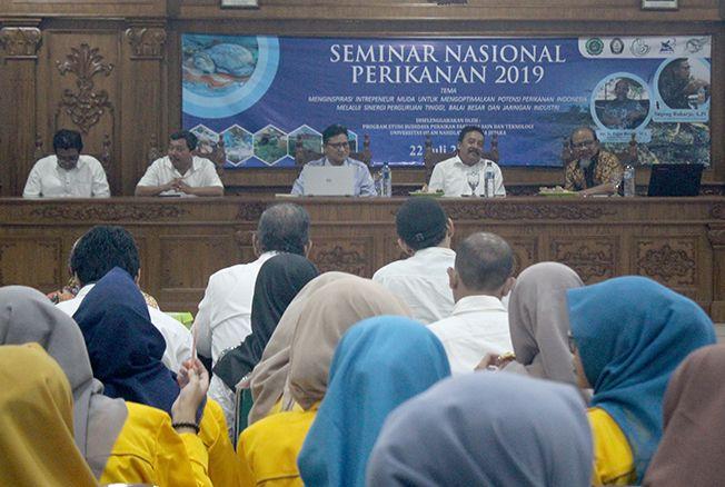 SEMINAR: Dekan Fakultas Sain dan Teknologi Gun Sudiyanto memberikan sambutan saat pembukaan Seminar Nasional Perikanan di auditorium Perpustakaan Unisnu Jepara kemarin.