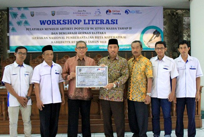GALAKKAN LITERASI: Workshop literasi yang diselenggarakan Dinas Arpus Rembang bekerjasama dengan Jawa Pos Radar Kudus beberapa waktu lalu.