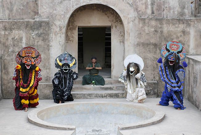 KOLABORASI: Fakhri Husaini dan Riska Kahyang tergabung dalam grup kesenian Satulana. Mereka telah sukses membawakan pementasan Ratna Manggali dan Bahula di Yogyakarta.