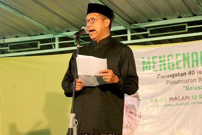 BERI SAMBUTAN: Menteri Agama Lukman Hakim Saifudin menghadiri peringatan 40 hari Mbah Moen di Pondok Pesantren Raudlatut Thalibin kemarin (12/9).