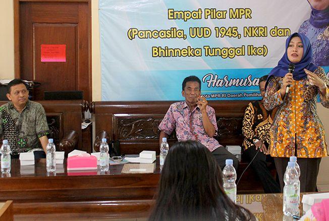SOSIALISASI: Anggota MPR RI Dapil Jateng III Fraksi Partai Demokrat melakukan sosialisasi empat pilar di Kantor KSP Sumber Rejeki Godong, Jumat (29/11) kemarin.